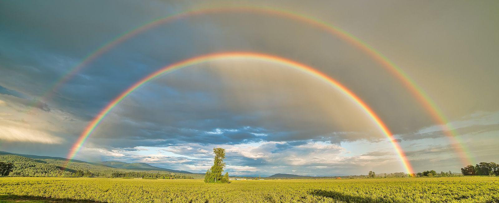 Double rainbow accross the sky